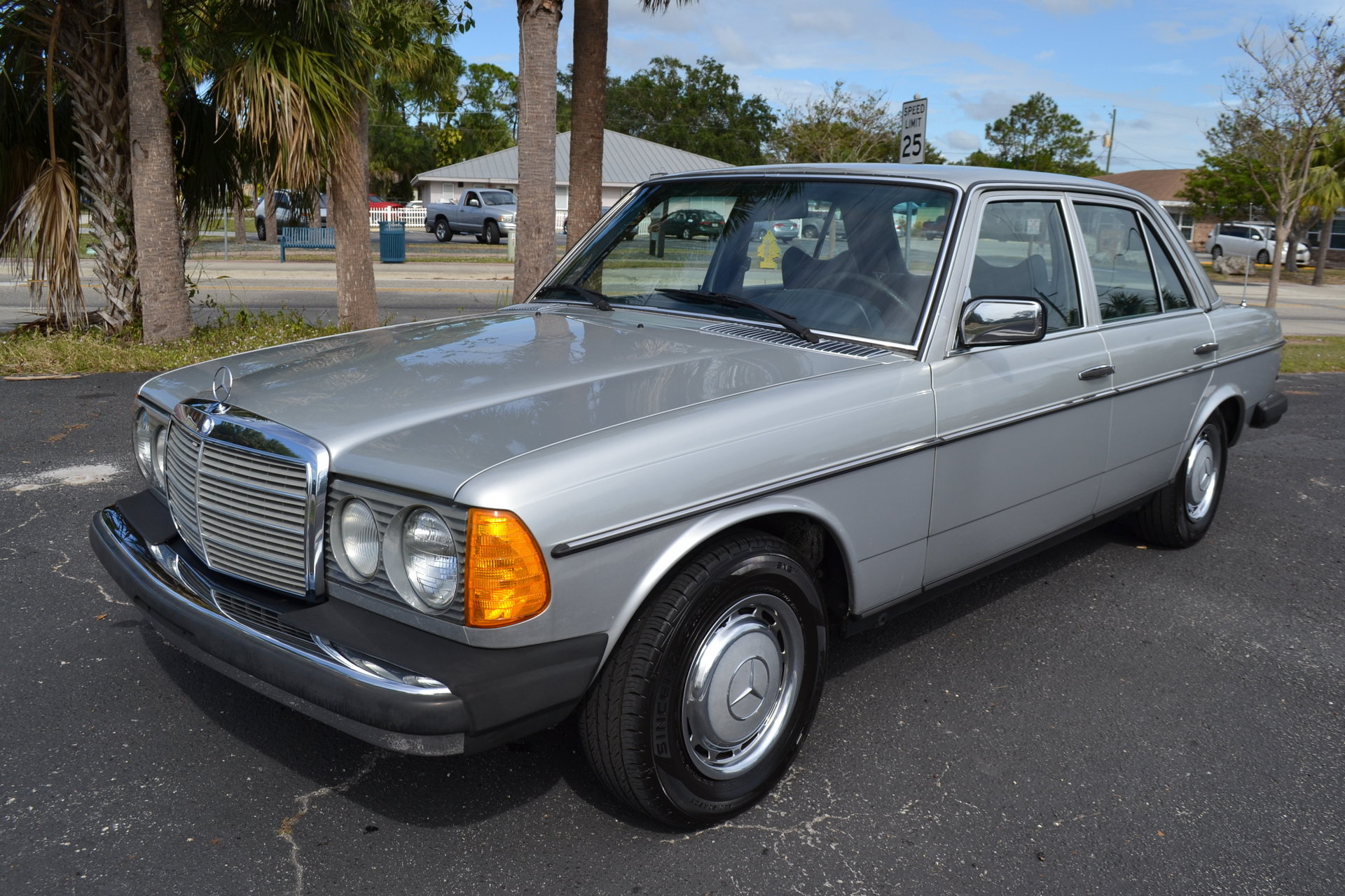 89954718355 hd 1977 mercedes benz 300d