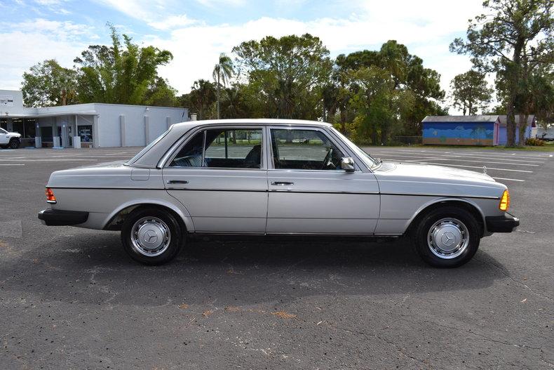 902f4378036 low res 1977 mercedes benz 300d