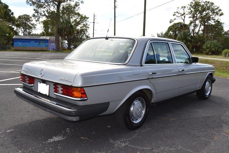 907049d2fd6 low res 1977 mercedes benz 300d