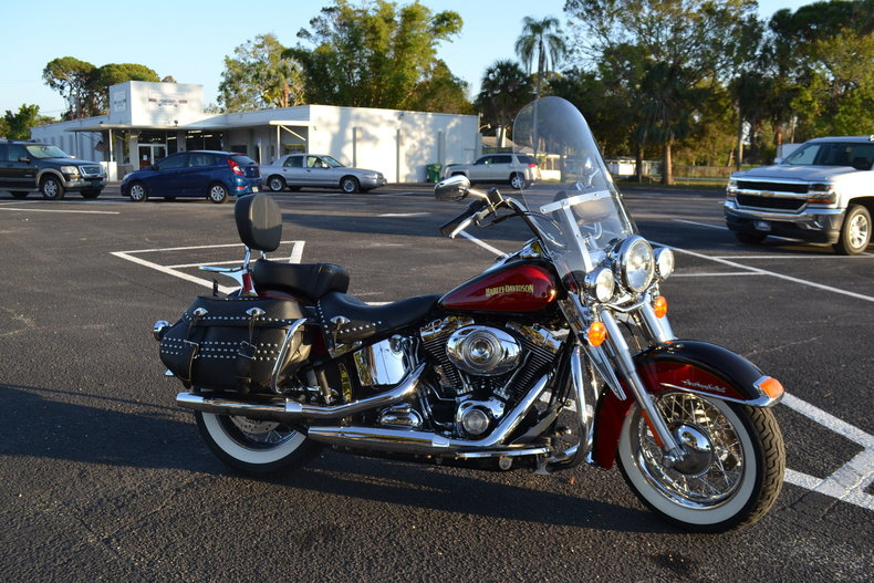 1154a3eb4738 low res 2010 harley davidson heritage softail special
