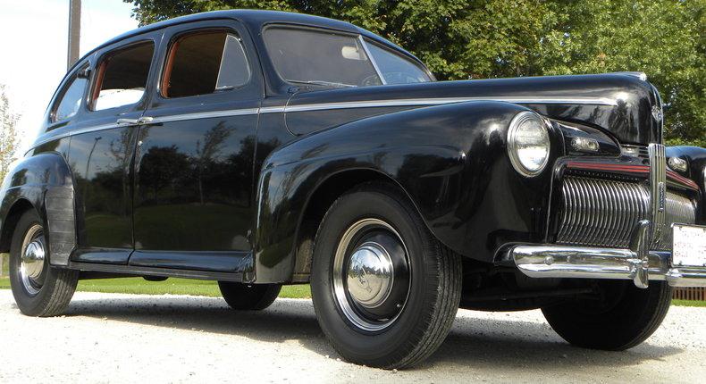 1942 Ford 4 Door | Volo Auto Museum