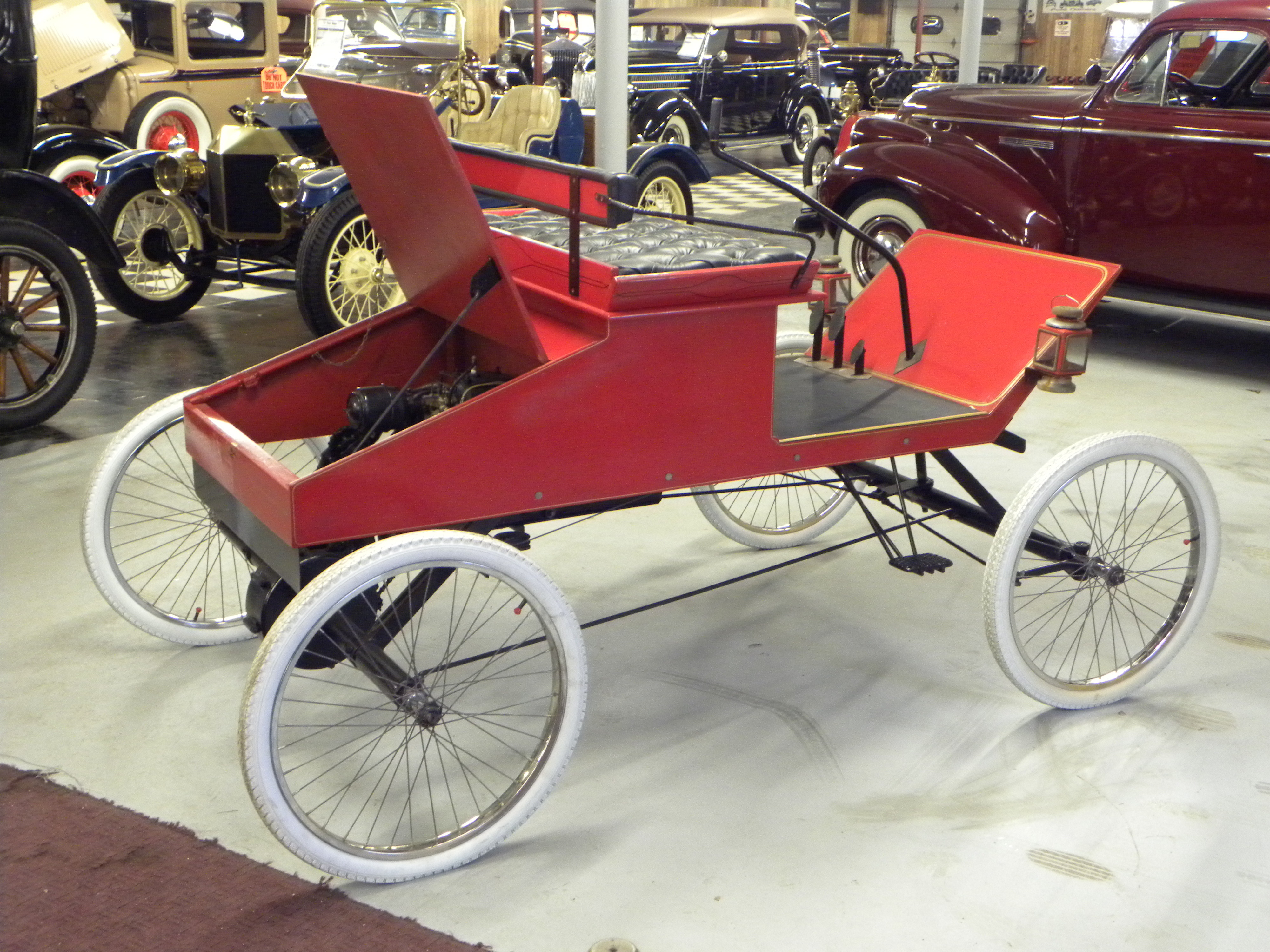 1901 ford runabout replica volo auto museum for Car carriage