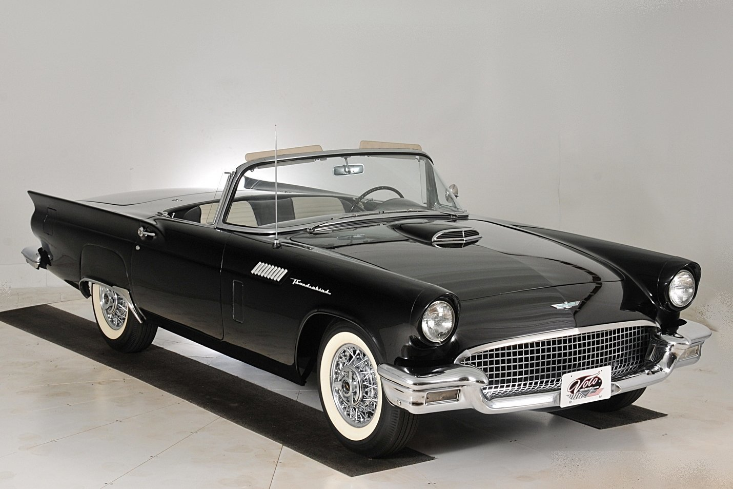 1957 ford thunderbird volo auto museum. Black Bedroom Furniture Sets. Home Design Ideas