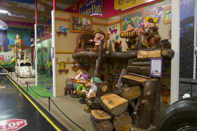 Volo Disney snow white seven dwarfs