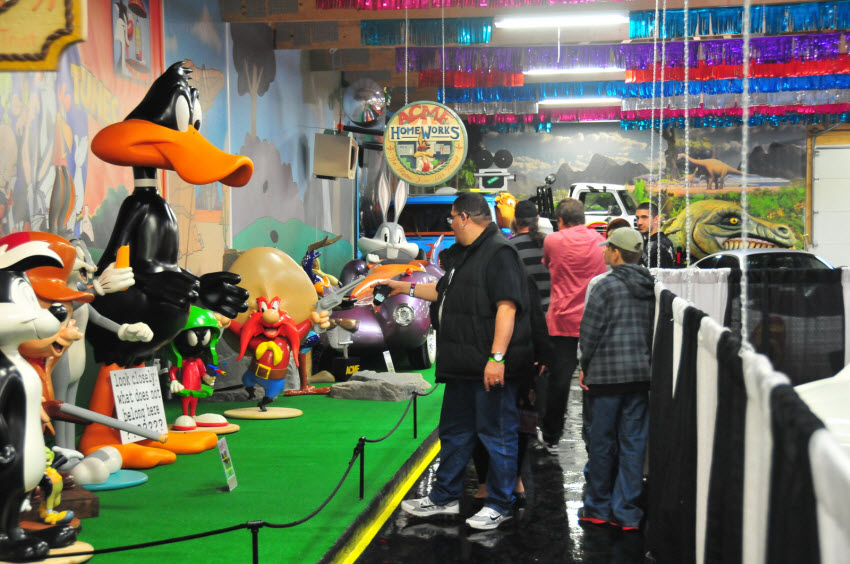 looney toons volo WB store props