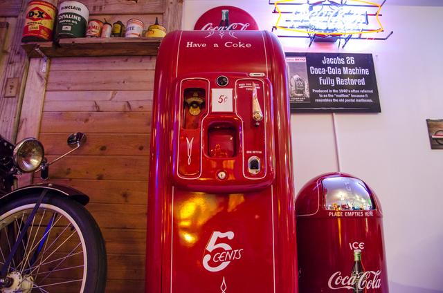coca cola vintage soda machine